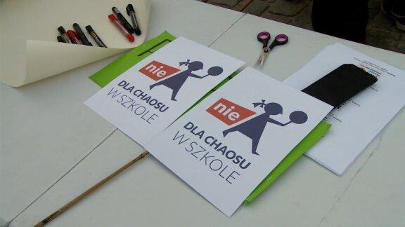 Nauczyciele o tydzień odroczyli rozpoczęcie strajku włoskiego