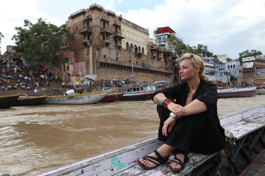 WOMAN AT THE END OF THE WORLD_INDIA_2.jpg