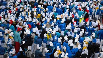 3,5 tys. Francuzów przebrało się za Smerfy. Mimo ostrzeżeń przed koronawirusem