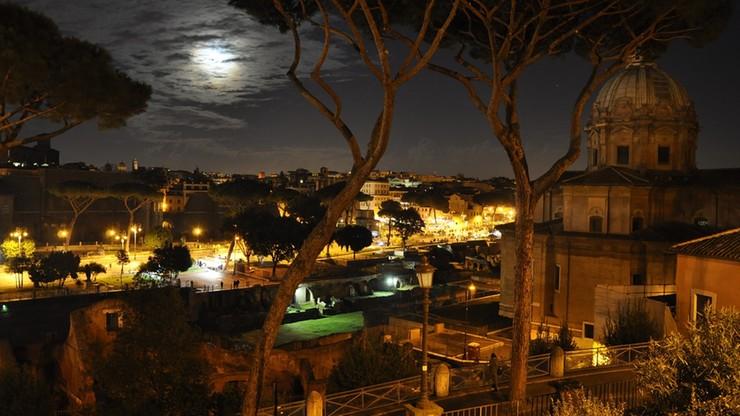 Wieczne Miasto pogrążone w ciemnościach. Rzymscy lekarze apelują do władz