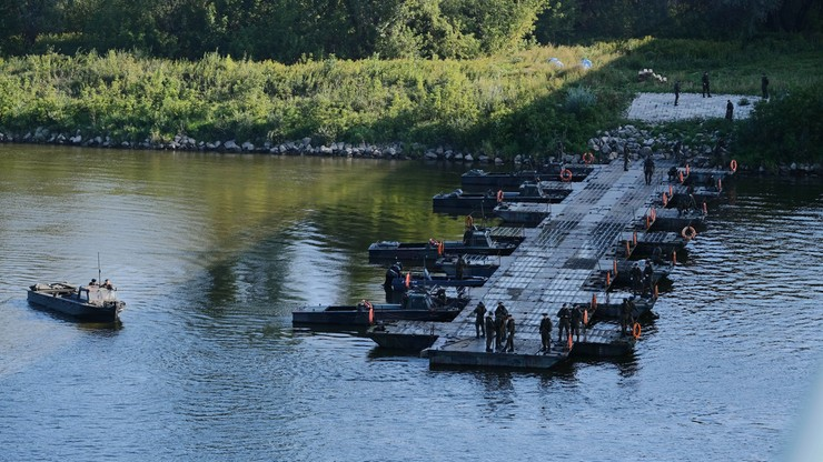 """Awaria """"Czajki"""". Most pontonowy połączył oba brzegi Wisły"""
