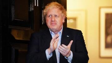 """""""Czuję się już lepiej, choć wciąż mam gorączkę"""". Boris Johnson o przebiegu COVID-19"""
