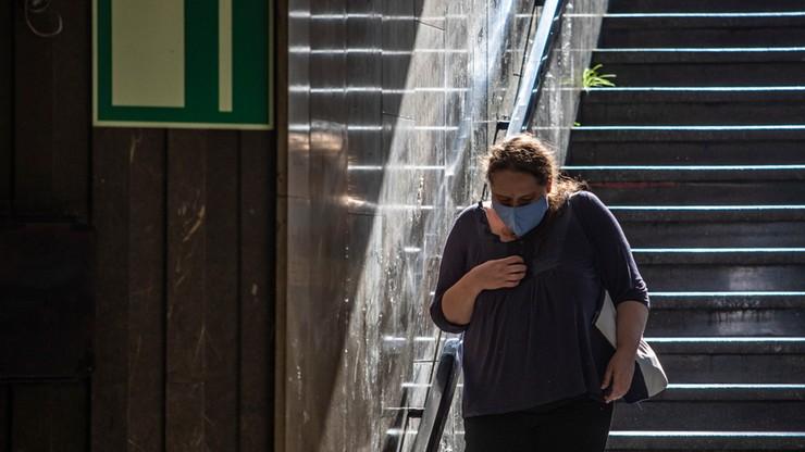 Koronawirus: utrata powonienia i smaku częstsza u kobiet chorych na COVID-19 niż u mężczyzn