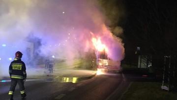 Autobus palił się w czasie jazdy. Pojazd zatrzymali strażacy