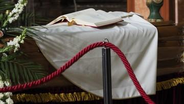 Ponad 60 osób mogło zarazić się koronawirusem na pogrzebie
