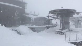 01-06-2020 08:00 W Tatry wróciła prawdziwa zima. Po potężnych zawiejach śnieżnych białego puchu jest po kolana [FILM]
