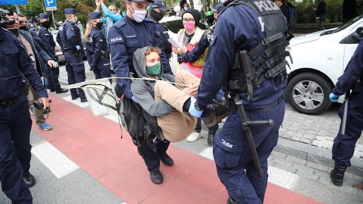 Warszawa. Protest Extinction Rebellion. Ekolodzy chcą ogłoszenia alarmu klimatycznego