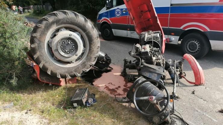 Pijany traktorzysta spowodował wypadek. Ciągnik rozleciał się na części