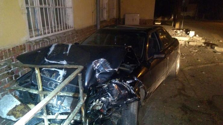 Pijany 22-latek wjechał w budynek stacji kolejowej. Tłumaczył, że wypił po wypadku