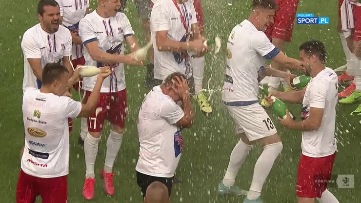 Szampan wylewa się w Bielsku-Białej! Podbeskidzie świętuje awans