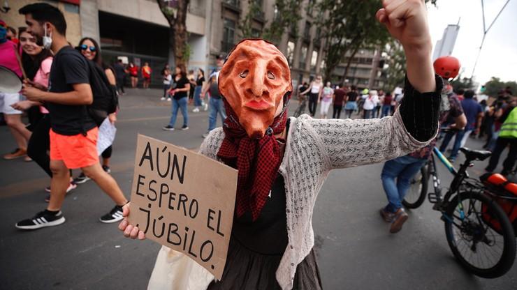 Praktycznie wszystkie główne arterie Santiago zostały zablokowane; miasto stanęło.