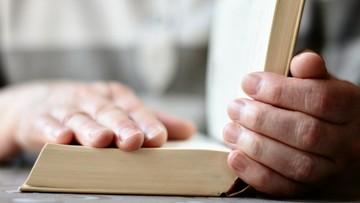 Cytował Biblię ws. osób LGBT, został zwolniony. Kierowniczka z IKEI z zarzutami