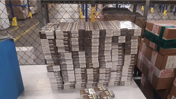 Papierosy w paczkach z kuchennymi meblami. Przyleciały z Dubaju