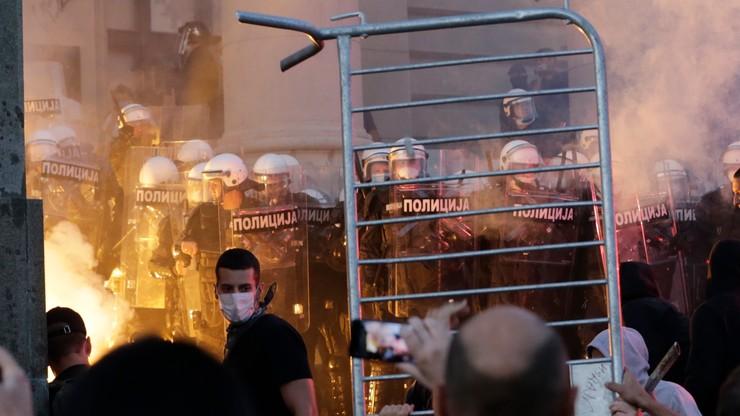 Protesty w Serbii i starcia z policją. Chodzi o ograniczenia zw. z koronawirusem