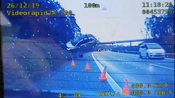 Wypadki na A4, jeden po drugim. Dachowanie i auto w powietrzu  [WIDEO]
