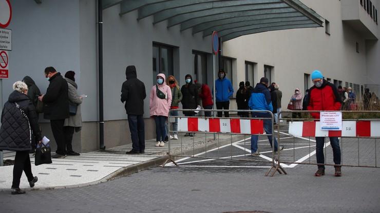 Koronawirus. Ponad połowa Polaków boi się zakażenia. Najnowsze badanie