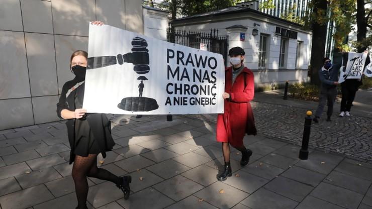 """""""Żadna kobieta i dziecko nie pozostaną bez pomocy"""". PiS zapowiada zmiany prawa po wyroku TK"""