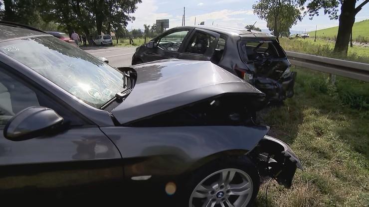 Zderzenie czterech aut koło Nysy. Osiem osób rannych