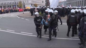Zgromadzenie KOD-u i Obywateli RP rozwiązane. Manifestanci wynoszeni przez policję