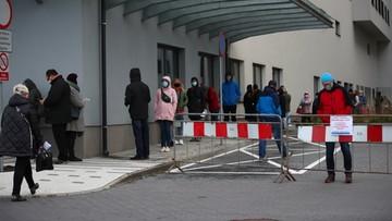 Ponad połowa Polaków boi się zakażenia. Najnowsze badanie