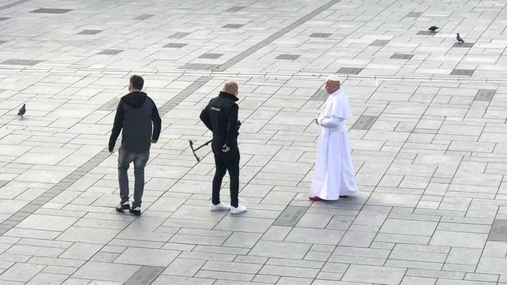 """""""Papież"""" na rynku w Wadowicach. """"Jedni zaczęli się żegnać, inni klękać"""""""