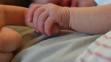 Noworodek z silnymi objawami Covid-19. Pierwszy taki przypadek w Portugalii