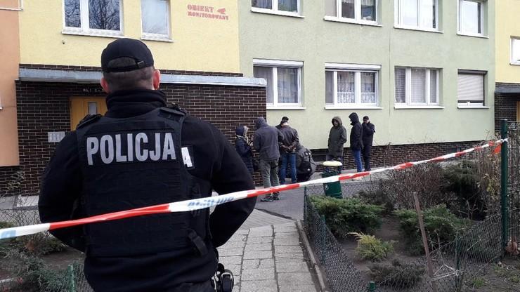 Śledczy badają, jak doszło do śmiertelnego postrzelenia w Koninie. Trwa wizja lokalna