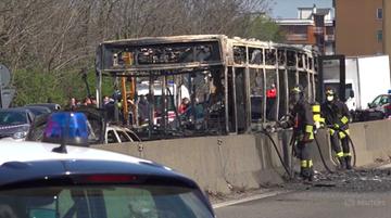 Porwał autobus z dziećmi i go podpalił. Chciał się zemścić za śmierć migrantów