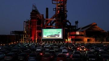 Niemcy oglądają filmy pod chmurką. Kina samochodowe stały się hitem