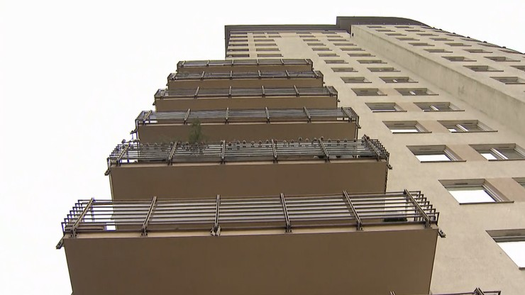 Gdańsk: 16-piętrowy wieżowiec bez windy. Na półpiętrach krzesełka dla zmęczonych