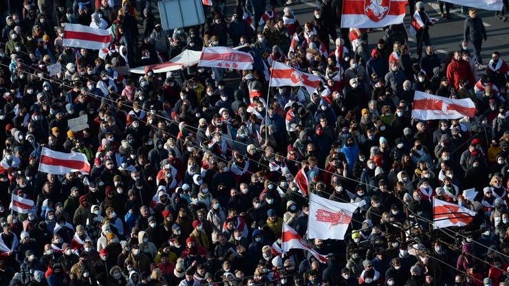 Protesty na Białorusi. Strzały milicji, ograniczony internet