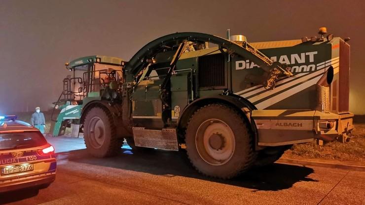 Wjechał 32-tonowym kombajnem na autostradę