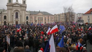 """""""Marsz Tysiąca Tóg"""" w Warszawie. """"Nie są to normalne czasy"""""""