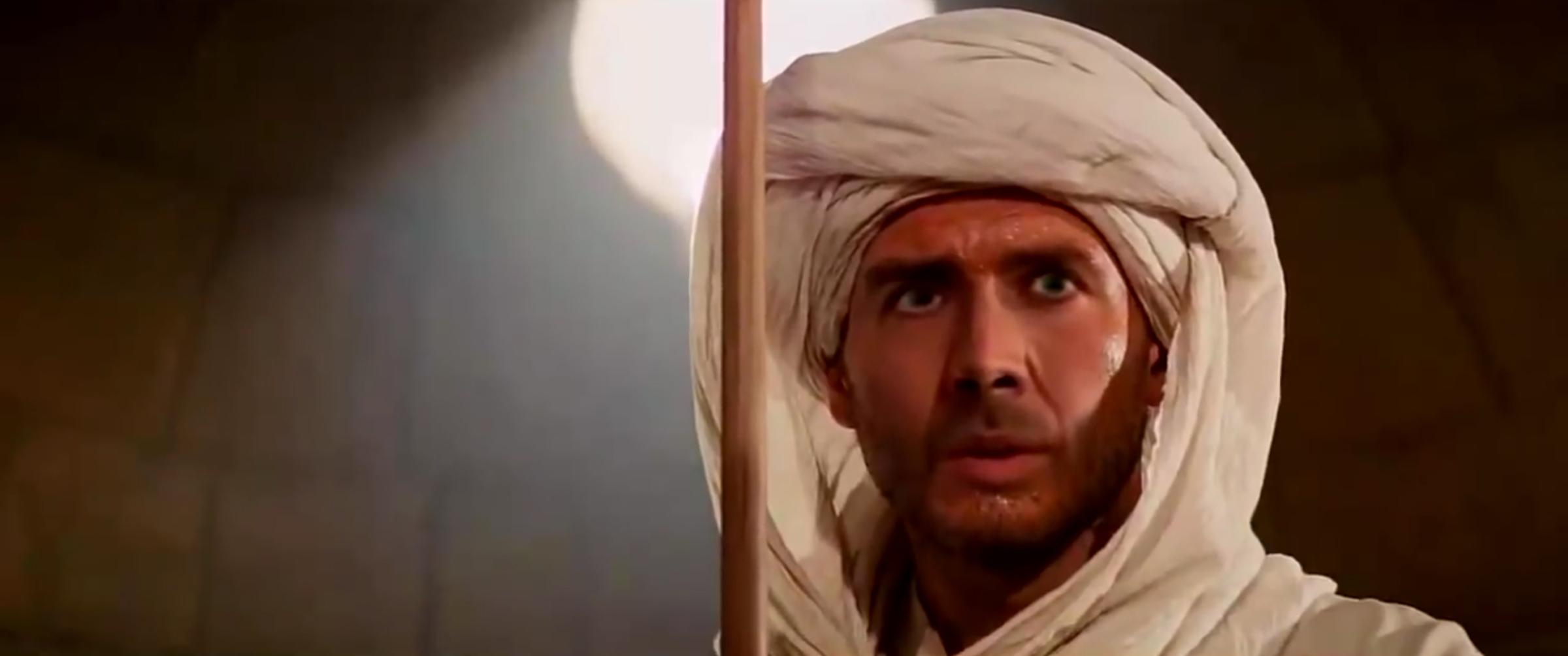 Stopklatka z fałszywego wideo (deepfake) z Nicolasem Cage'em jako Indianą Jonesem