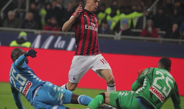 Krzysztof Piątek strzela dla Milanu