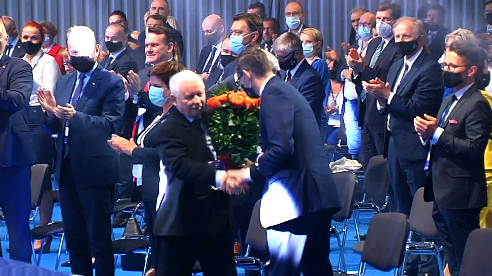 Kongres PiS za zamkniętymi drzwiami. Jarosław Kaczyński ponowie szefem partii