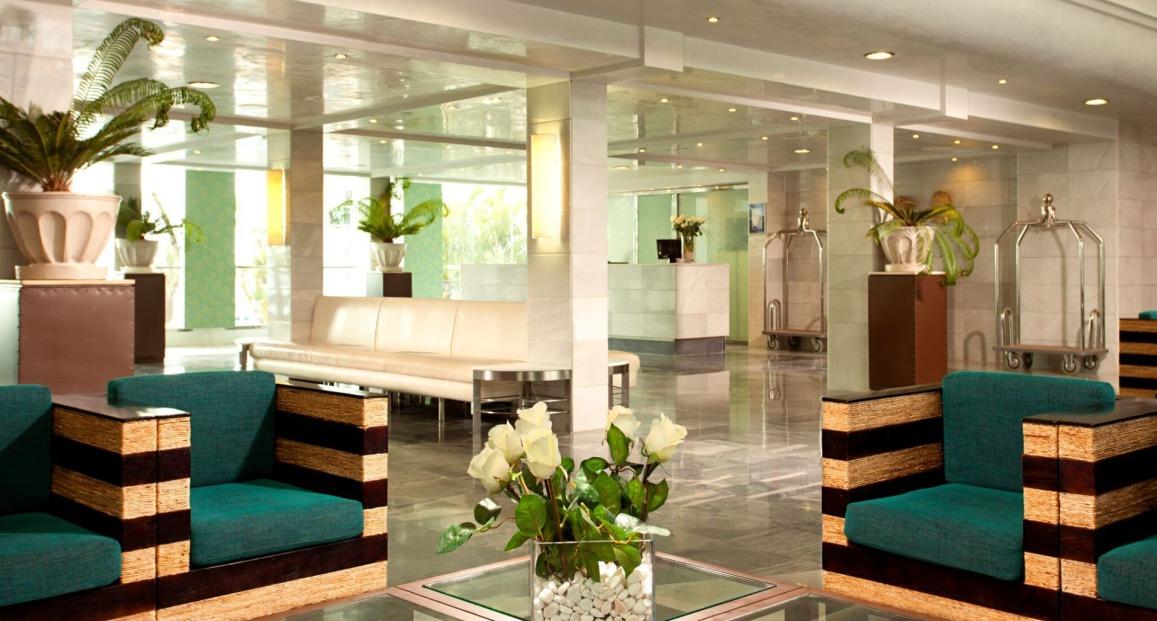 Aparthotel marinas de nerja costa del sol hiszpania for Appart hotel 13003